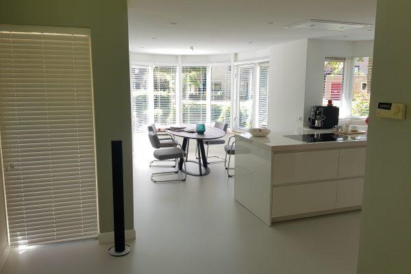 Strakke witte hoogglans keuken in Hengelo 4