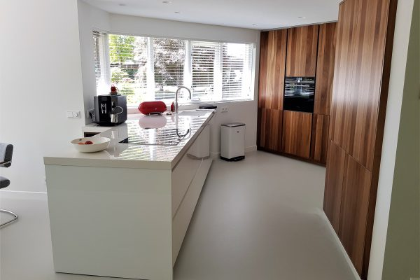 Strakke witte hoogglans keuken in Hengelo